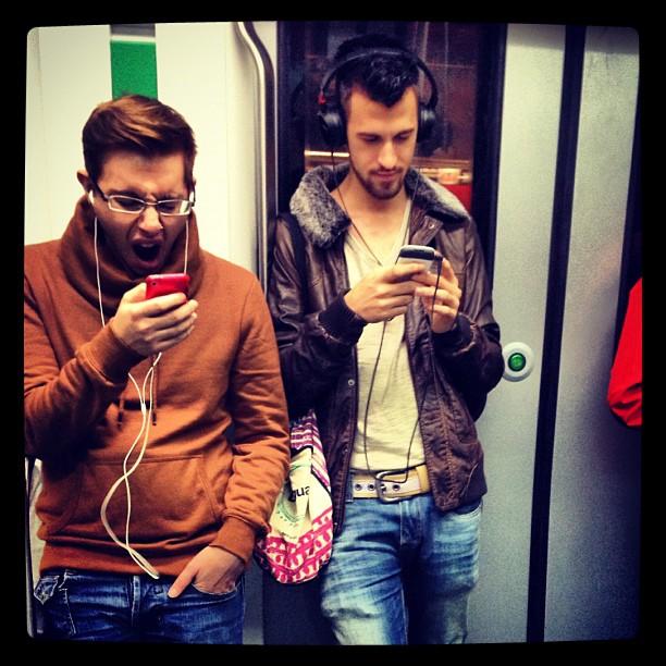Música y comunicación by Fon Simó iphonesia, metro, passengers, street, streetphotography,
