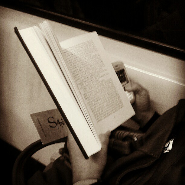 Doble lectura by miguel sánchez passengers, subwaypeople,