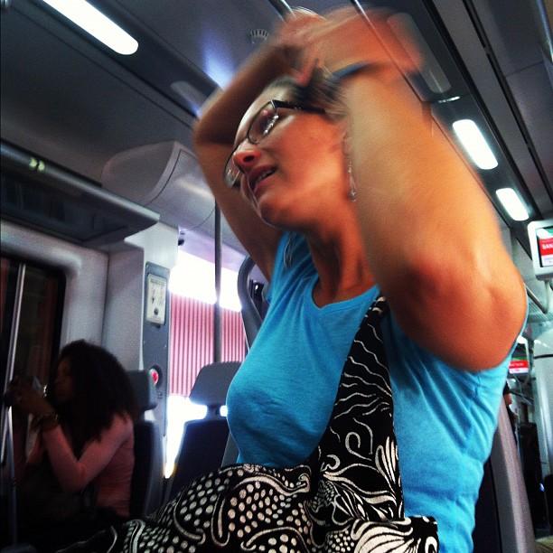 Peinándose en el tren  by Rafa Pérez passengers,