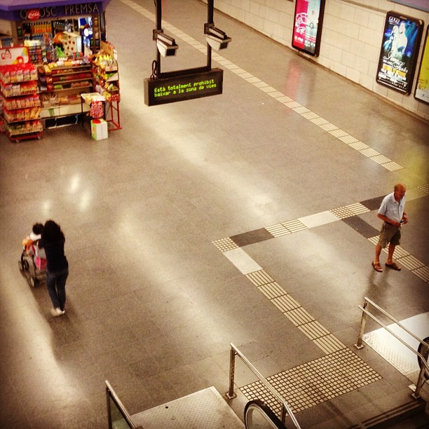 Untitled by Mariló Bigeis fotografia, instagramers, iphoneography, passengers, photography, streephotography, ubiquography,