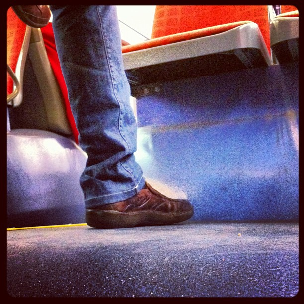 Me dejaron colgada   by Núria Rodríguez bus, passengers,