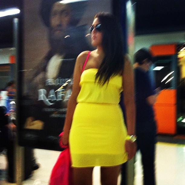La chica de amarillo                by Rafa Pérez bestoftheday, igers, instagram, instagramers, iphoneography, iphonesia, mobilephotography, passengers, photooftheday, picoftheday, rafaperez, statigram, street, streetphotography, webstagram,