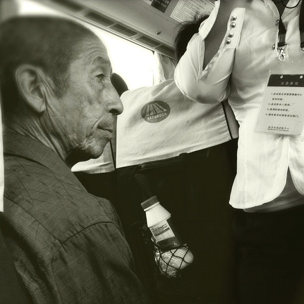 Leonard Cohen lives in a rural area of ​​China             by Godo Chillida blackandwhite, bus, bw, china, hipstamatic, igersbarcelona, iphoneography, man, monochome, passengers, ubiquography,