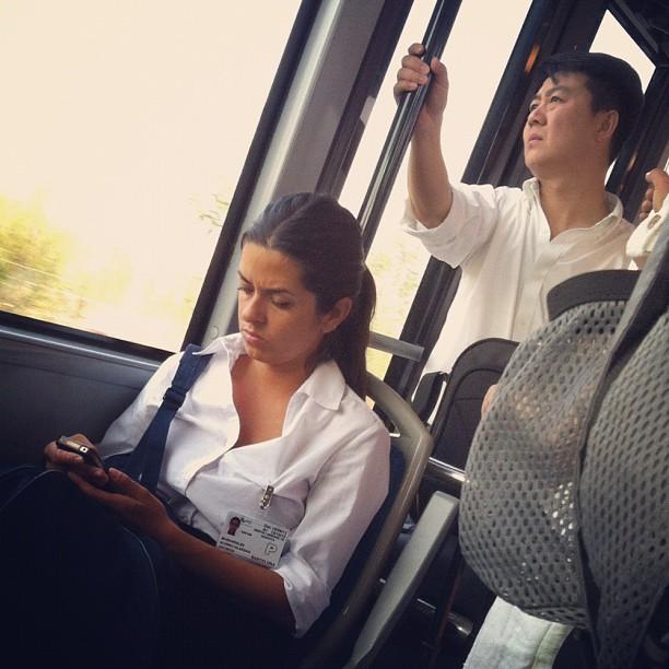 Bus hacia la T1 del aeropuerto de BCN  by Rafa Pérez passengers,
