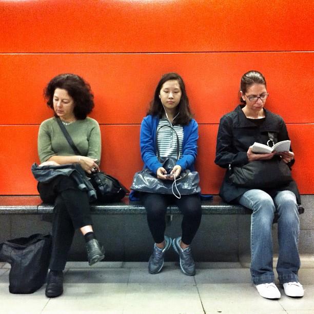 Tr3s.              by Benjamín Julve bcn, igers, iphonesia, passengers, photooftheday, statigram, street, streetphotography, transport, ubiquography, webstagram,
