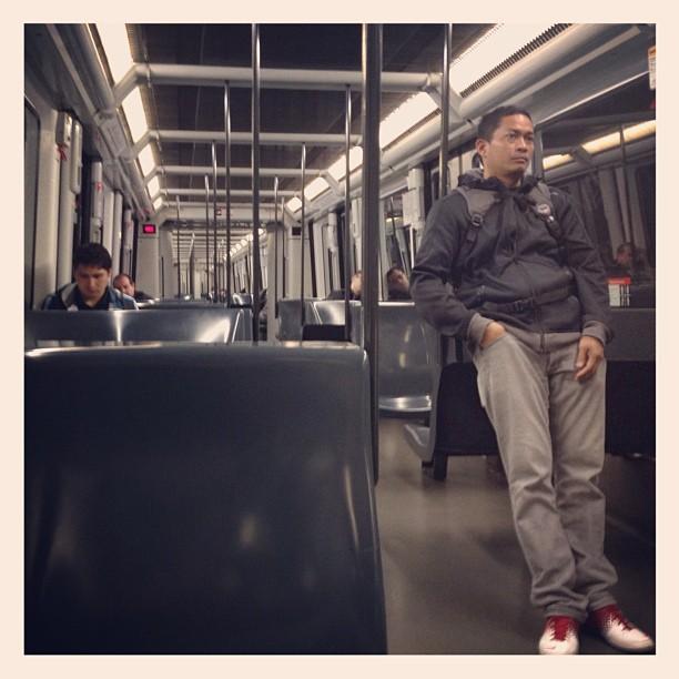 Las 6:43 am en sábado. Poca o mucha gente en el metro para ser esta hora?     by Rodrigo Gómez bcn, metro, passengers, ubiquography,