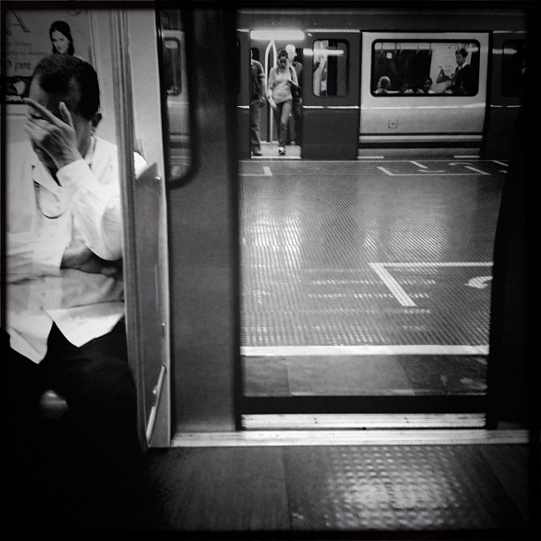 Metro Ccs  by Alejandro Aristeguieta passengers,