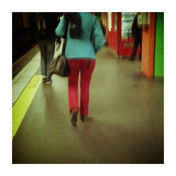Couleurs (à) Invalides by CeCiLe E. candid, instagood, instamood, iphoneonly, metro, paris, passengers, portrait, strangersintransit, streetcolors, streetphotography, streetphoto_color,