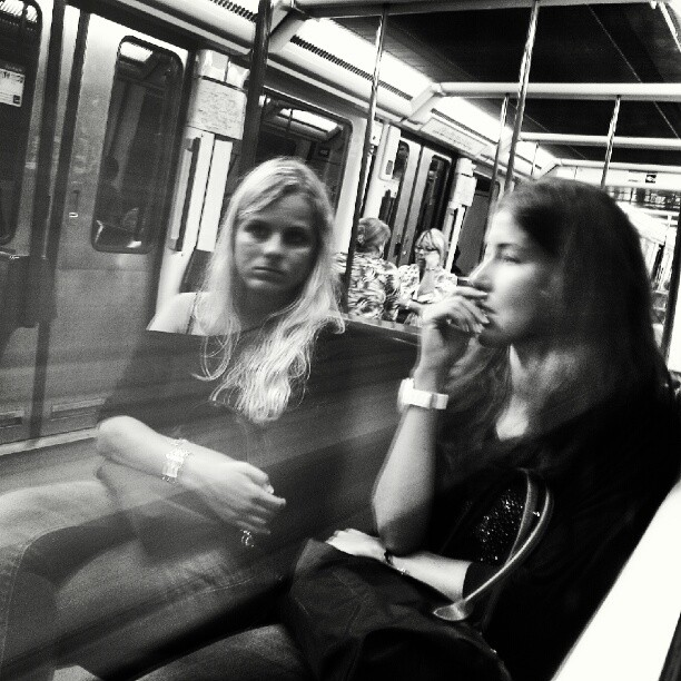 Miradas reflejadas by miguel sánchez barcelona, clubinstagram, clubsocial, daily, fotodeldia, igdaily, igers, igersbarcelona, instadaily, instagood, instagram, instagramers, instagramhub, instahub, instamood, iphonesia, metro, pasajeros, passengers, photogramers, photooftheday, phototitos, picoftheday, statigram, street, streetphotography, suburban, subway, underground, webstagram,
