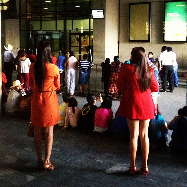 La espera en el aeropuerto   by Rafa Pérez guatemala, passengers,