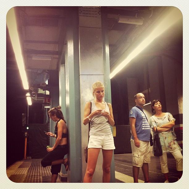 Los que esperaban  by Ignasi Mieza passengers,