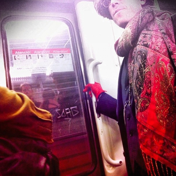 Red glove    by Joan Torrens igersbcn, passengers, ubiquography, wepicbcn,