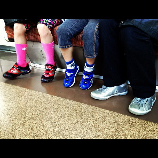 Discretos by Fon Simó iphoneography, iphonesia, japan, japon, passengers, shoes, street, streetphotography, tokio, tokyo, ubiquography, zapatillas, zapatos,