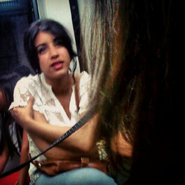 Sácame guapa eh ! by miguel sánchez barcelona, clubinstagram, clubsocial, daily, fotodeldia, igdaily, igers, igersbarcelona, instadaily, instagood, instagram, instagramers, instagramhub, instahub, instamood, iphonesia, metro, pasajeros, passengers, photogramers, photooftheday, phototitos, picoftheday, statigram, street, streetphotography, suburban, subway, underground, webstagram,