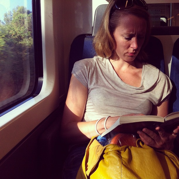 al tren   by Joan Torrens passengers, raylight, reader, tallerdefotos,