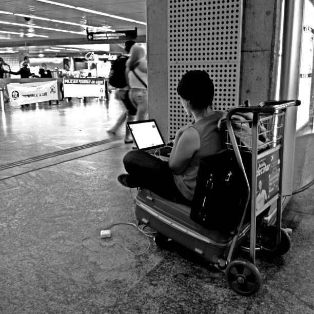 Mobile office.... escritório móvel.... by Paulo Wang all_shots, ampt_community, artphoto_bw, awesome_bw, blackandwhite, bnw_society, contestgram, fineart_photobw, gang_family, gf_brasil, gf_daily, hot_shotz, idestaque_id, ink361, light_seekers, master_shots, most_deserving_bw, passengers, pb_lovers, phototag_it, picsta, streetphoto, streetphotography, streetphotography_bw, streetphoto_bw, streetstyles_gf, streetwalker_069, street_photography,