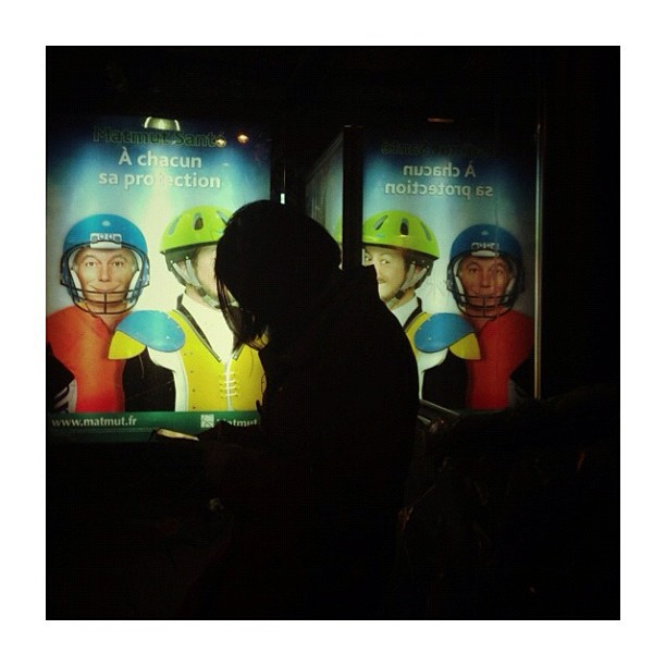 En bonne compagnie / In good company by CeCiLe E. candid, instagood, instamood, iphoneonly, night, paris, passengers, portrait, strangersintransit, streetcolors, streetphotography, streetphoto_color,