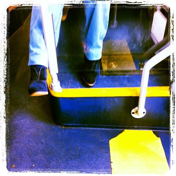 Indecisión    by Núria Rodríguez bus, feet, passengers,