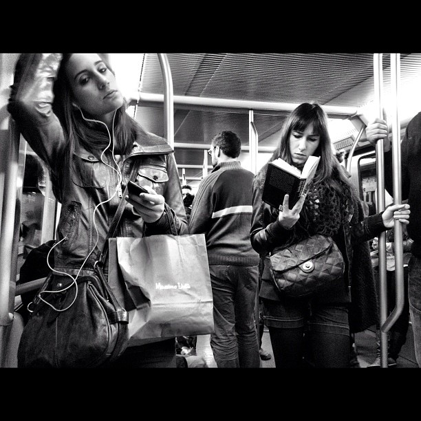 Untitled by Godo Chillida b, barcelona, beautyisourduty, blackandwhite, iphoneography, passengers, strangersintransit, streetphotography, streetphoto_bw, subway, ubiquography,