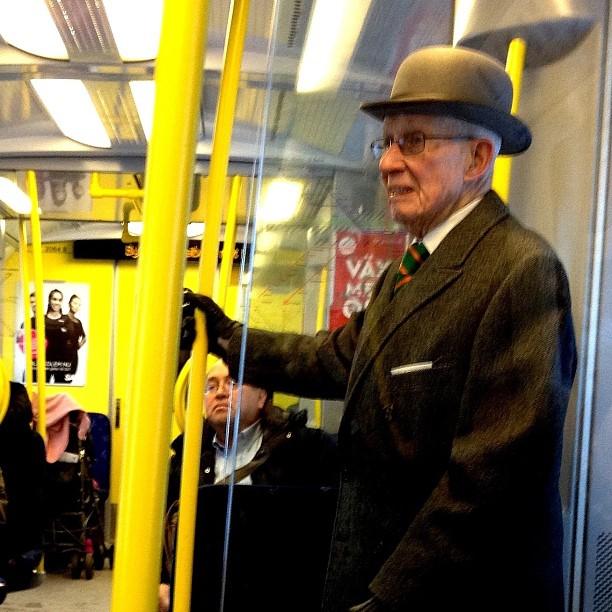 Herre i plommonstop. by trulle_12 passenger, passengers,