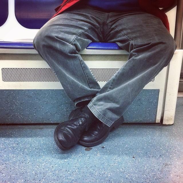 Creuem els peus     by Núria Rodríguez feet, metro, passengers, piessengers,