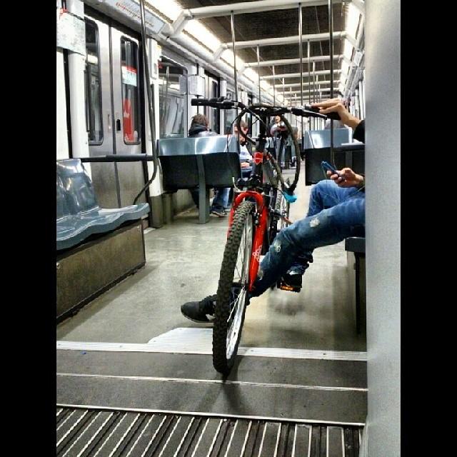 Metro bicing by miguel sánchez igersbarcelona, igersbcn, igerscatalunya, passengers,