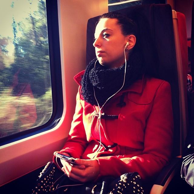 Travel in red   by Joan Torrens passengers, tallerdefotos,