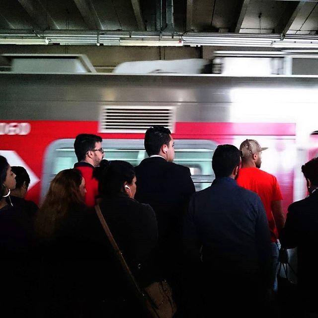 Red combination.... Combinação em vermelho... by Paulo Wang passengers,