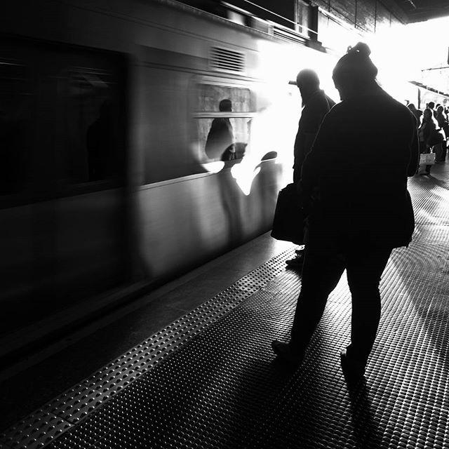 Let's board into this week... Vamos embarcar nesta semana... by Paulo Wang passengers,